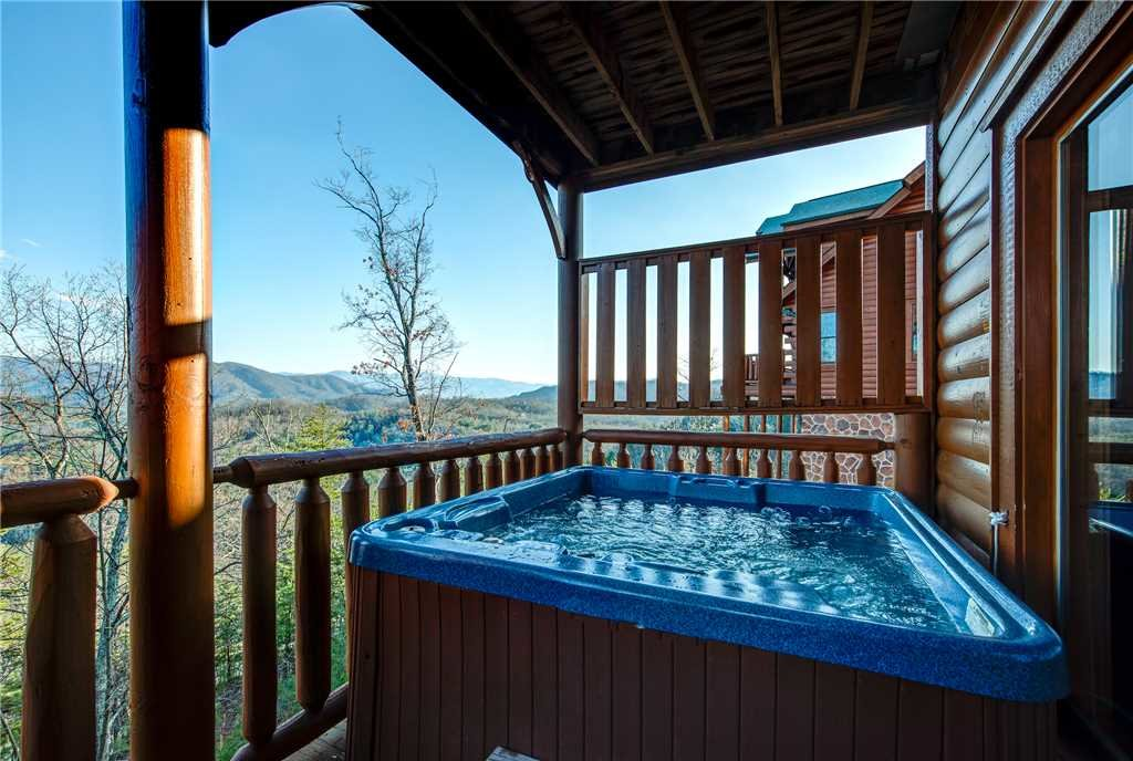 Photo of a Pigeon Forge Cabin named Bella Vista - This is the second photo in the set.