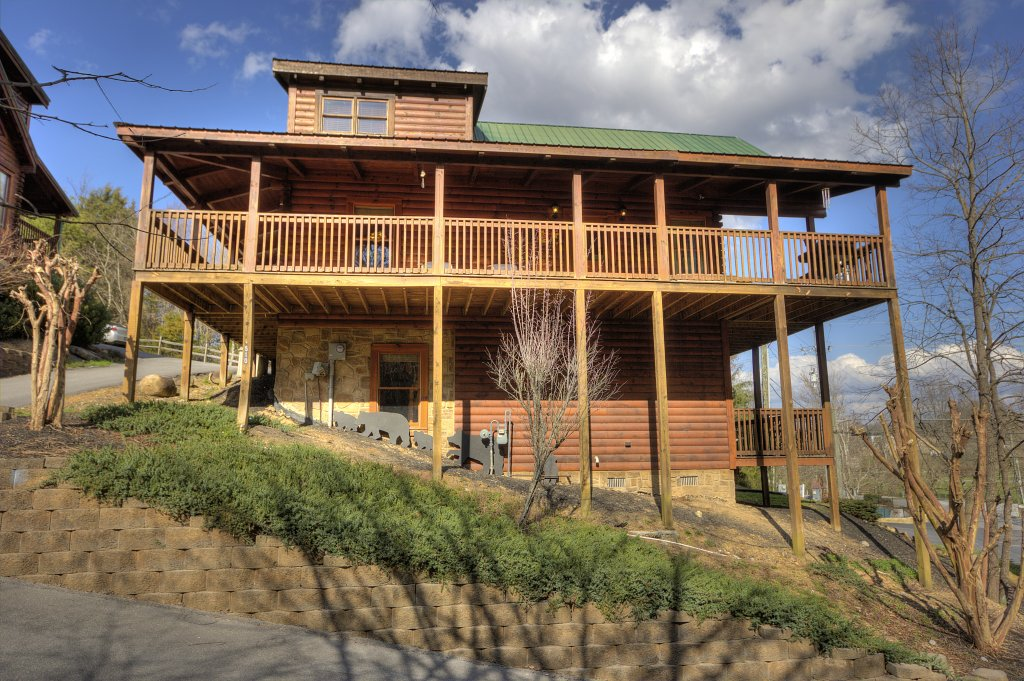 Photo of a Pigeon Forge Cabin named Blackberry Lodge - 402 - This is the first photo in the set.