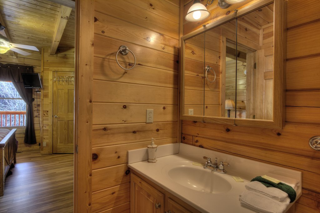 Photo of a Pigeon Forge Cabin named Blackberry Lodge - 402 - This is the seventeenth photo in the set.