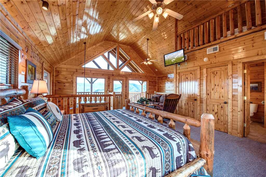 Photo of a Pigeon Forge Cabin named Bella Vista - This is the nineteenth photo in the set.