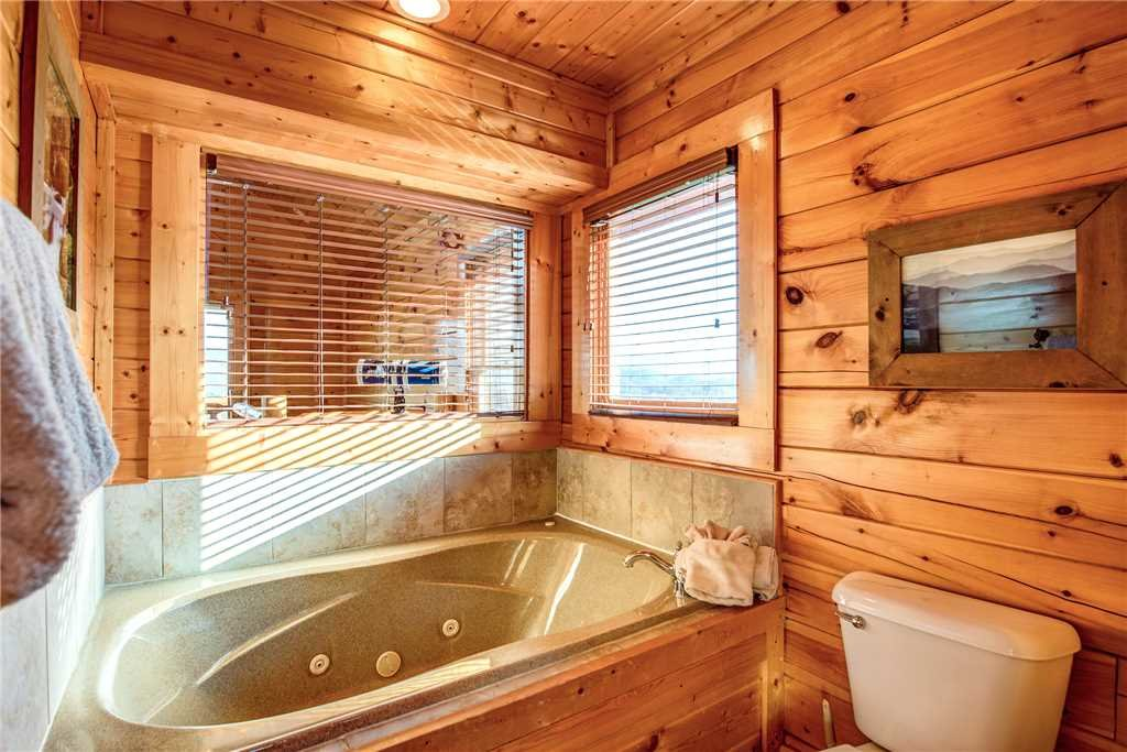 Photo of a Pigeon Forge Cabin named Bella Vista - This is the twenty-second photo in the set.
