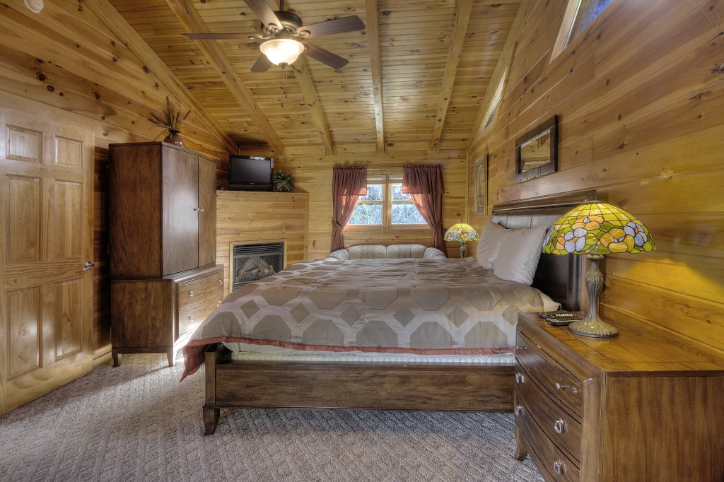Photo of a Pigeon Forge Cabin named Blackberry Lodge - 402 - This is the thirtieth photo in the set.