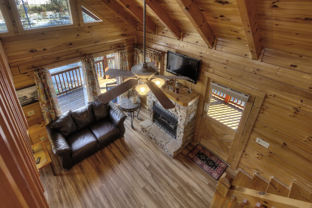 Photo of a Pigeon Forge Cabin named Blackberry Lodge - 402 - This is the thirty-fourth photo in the set.