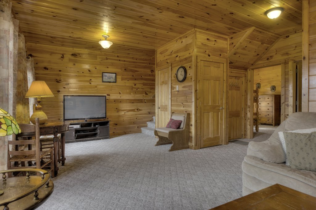 Photo of a Pigeon Forge Cabin named Blackberry Lodge - 402 - This is the forty-second photo in the set.