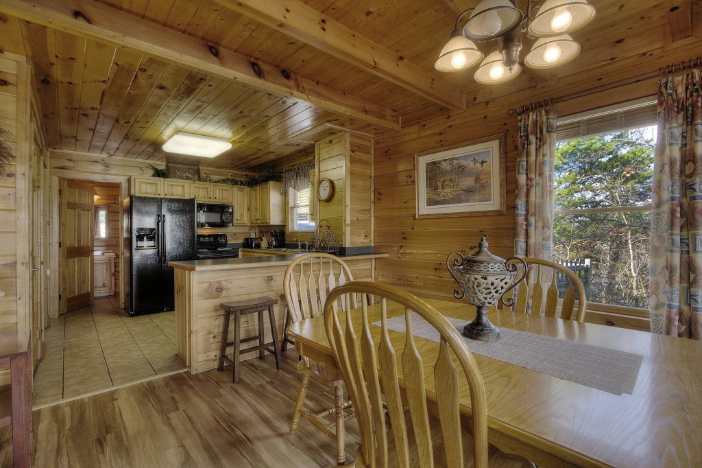 Photo of a Pigeon Forge Cabin named Blackberry Lodge - 402 - This is the forty-first photo in the set.
