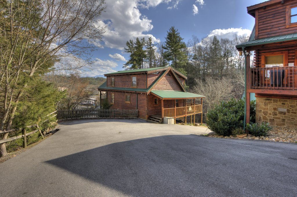 Photo of a Pigeon Forge Cabin named Blackberry Lodge - 402 - This is the fiftieth photo in the set.