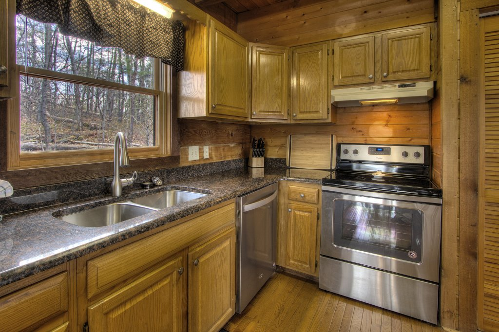 Photo of a Gatlinburg Cabin named Almost Heaven #205 - This is the thirty-second photo in the set.