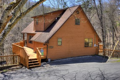 Cabin Near Downtown Gatlinburg In A Wooded Setting Bear Run Getaway 1136