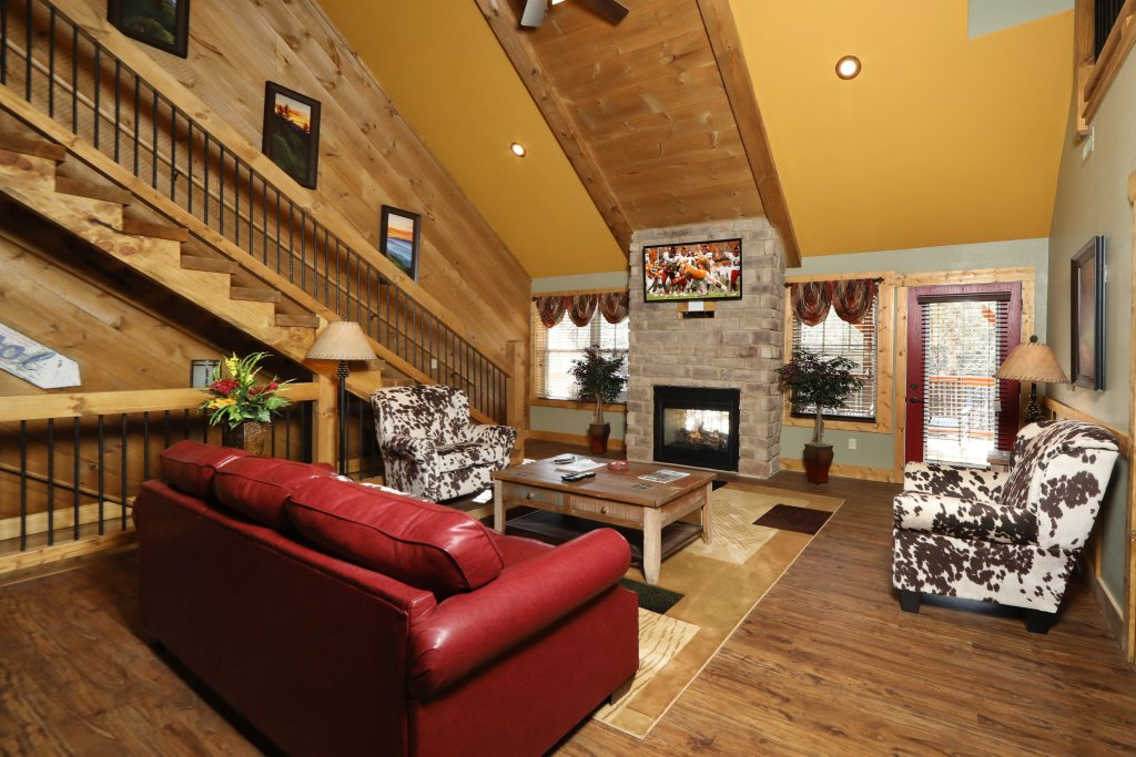 Photo of a Gatlinburg Cabin named Above It All - This is the fourteenth photo in the set.