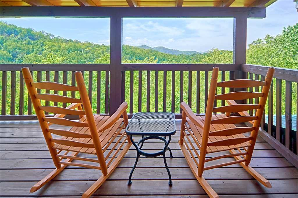 Photo of a Pigeon Forge Cabin named Lookout Ridge - This is the twenty-fifth photo in the set.