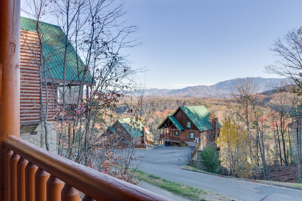 Photo of a Pigeon Forge Cabin named Shaconage Rest - This is the first photo in the set.