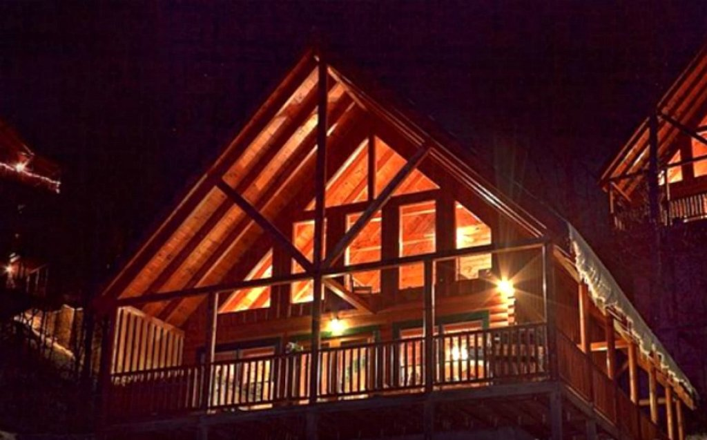 Photo of a Pigeon Forge Cabin named Shaconage Rest - This is the second photo in the set.