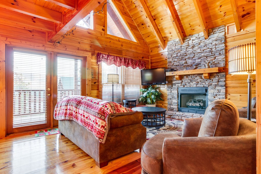 Photo of a Pigeon Forge Cabin named Shaconage Rest - This is the third photo in the set.