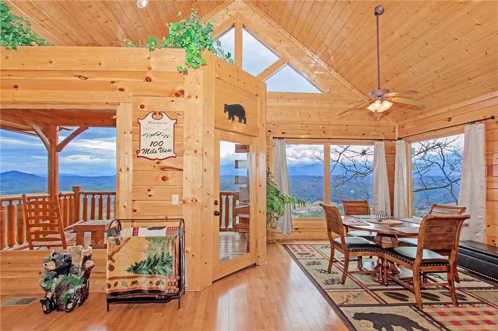 Photo of a Pigeon Forge Cabin named 100 Mile View - This is the fifth photo in the set.