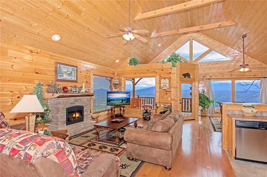 Photo of a Pigeon Forge Cabin named 100 Mile View - This is the third photo in the set.