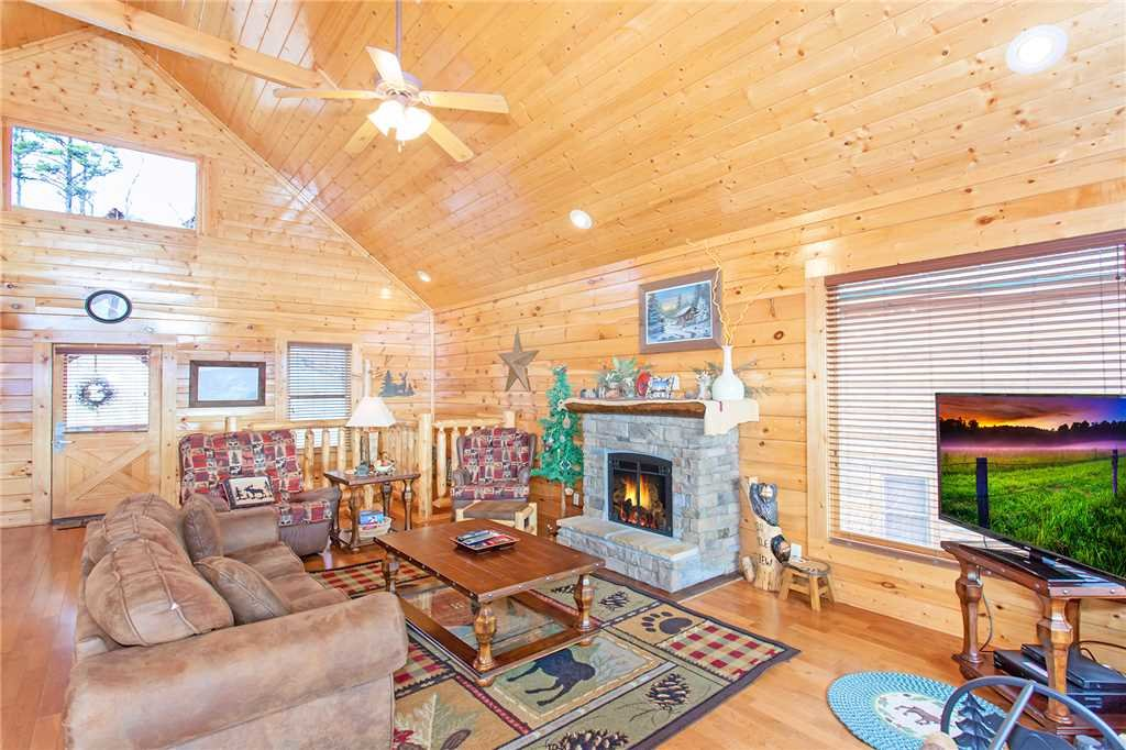 Photo of a Pigeon Forge Cabin named 100 Mile View - This is the fourth photo in the set.