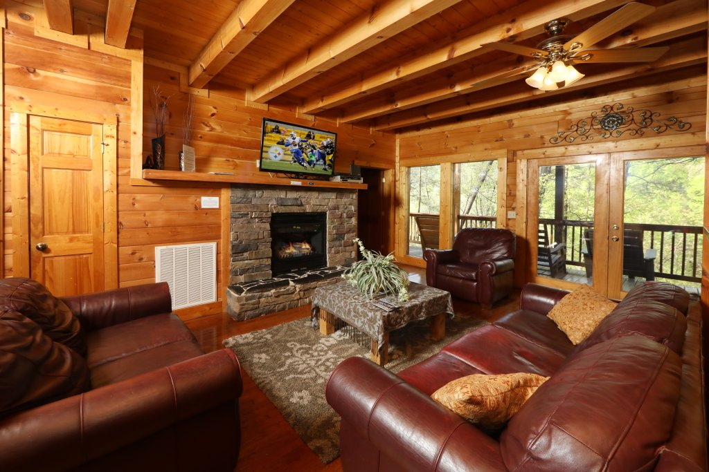 Photo of a Pigeon Forge Cabin named Big Pine Lodge - This is the seventh photo in the set.