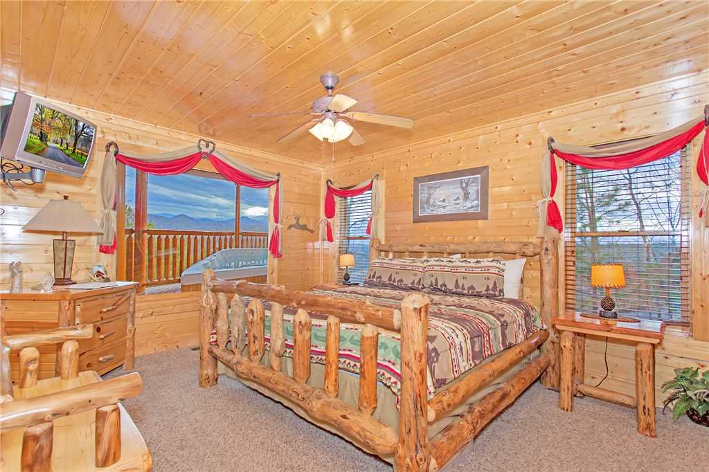 Photo of a Pigeon Forge Cabin named 100 Mile View - This is the eleventh photo in the set.