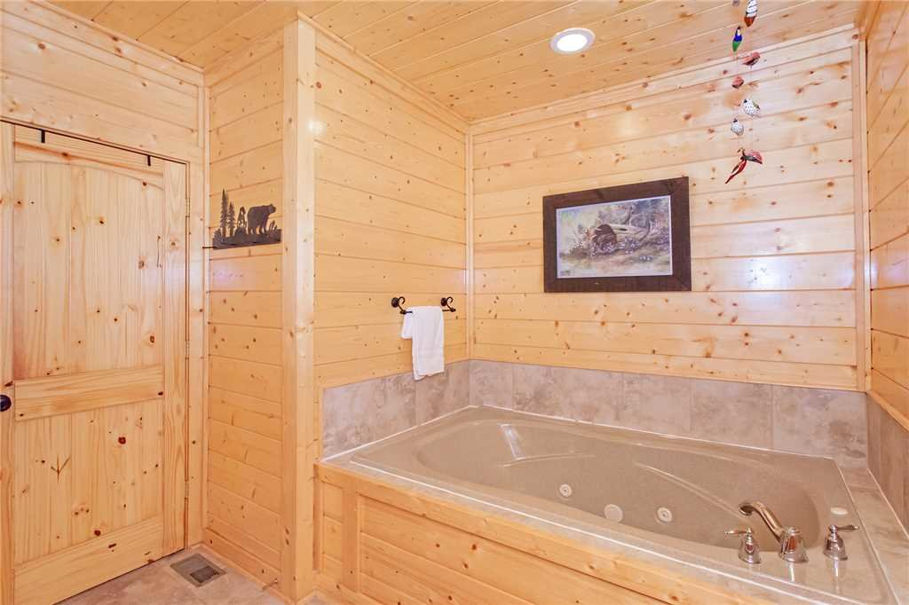 Photo of a Pigeon Forge Cabin named 100 Mile View - This is the twelfth photo in the set.