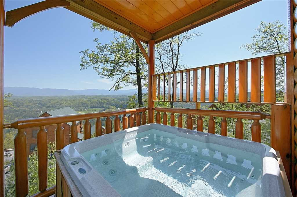 Photo of a Pigeon Forge Cabin named 100 Mile View - This is the fifteenth photo in the set.