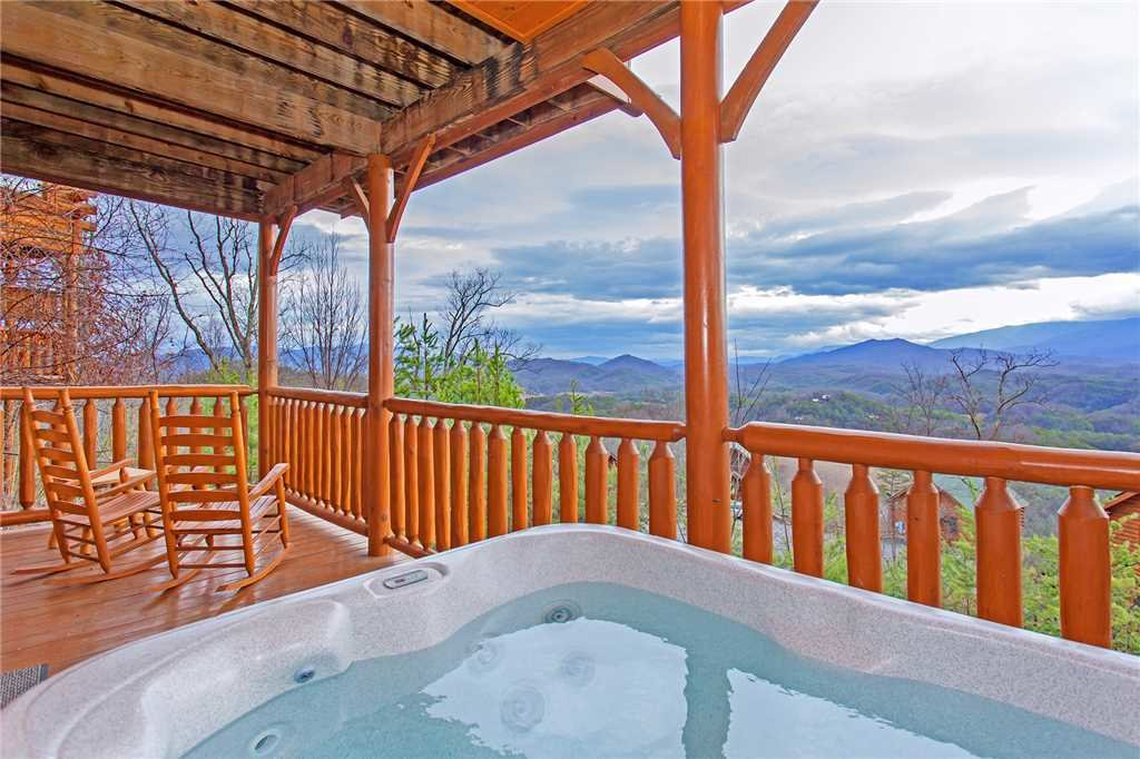 Photo of a Pigeon Forge Cabin named 100 Mile View - This is the sixteenth photo in the set.