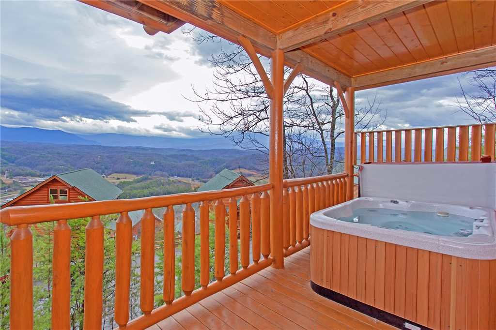 Photo of a Pigeon Forge Cabin named 100 Mile View - This is the seventeenth photo in the set.