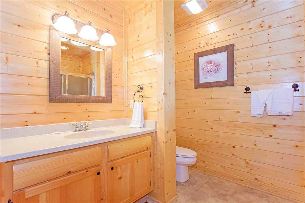 Photo of a Pigeon Forge Cabin named 100 Mile View - This is the fourteenth photo in the set.