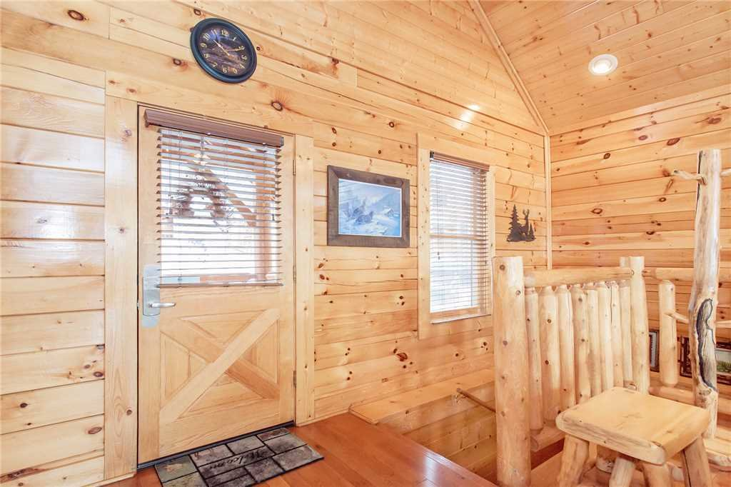 Photo of a Pigeon Forge Cabin named 100 Mile View - This is the eighth photo in the set.