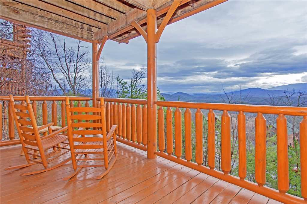 Photo of a Pigeon Forge Cabin named 100 Mile View - This is the eighteenth photo in the set.