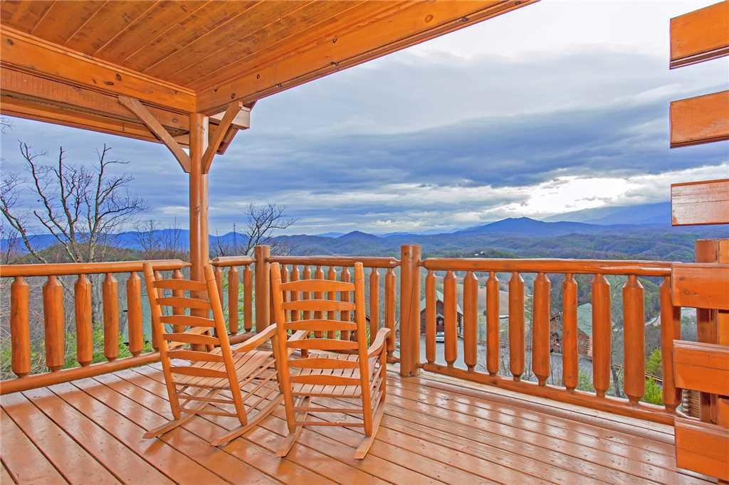 Photo of a Pigeon Forge Cabin named 100 Mile View - This is the nineteenth photo in the set.