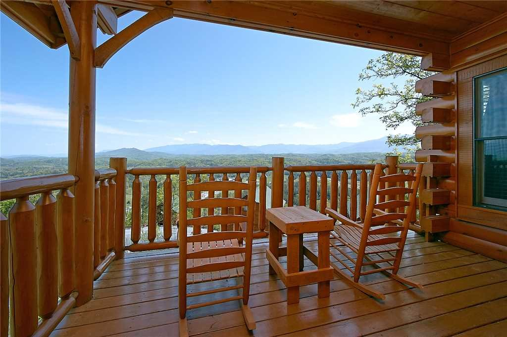 Photo of a Pigeon Forge Cabin named 100 Mile View - This is the twentieth photo in the set.