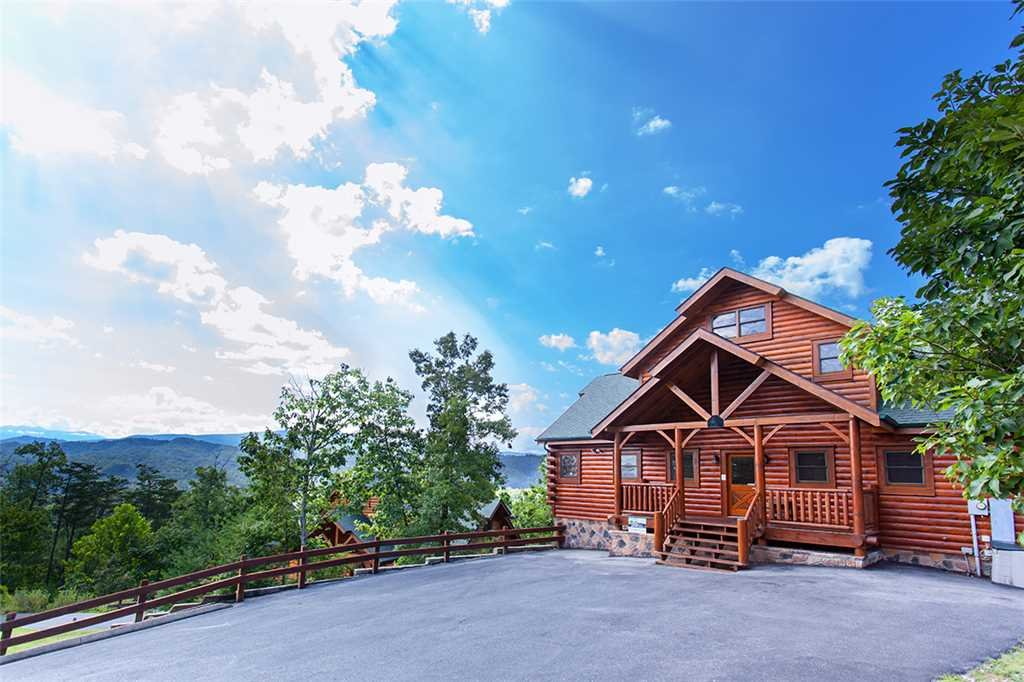 Photo of a Pigeon Forge Cabin named Cherokee Lodge - This is the second photo in the set.