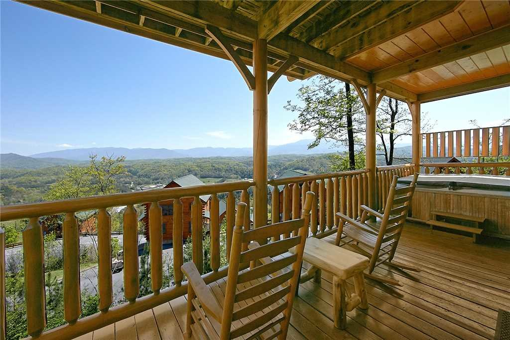Photo of a Pigeon Forge Cabin named 100 Mile View - This is the twenty-first photo in the set.