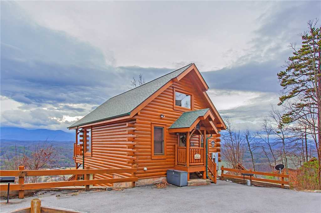 Photo of a Pigeon Forge Cabin named 100 Mile View - This is the twenty-fourth photo in the set.