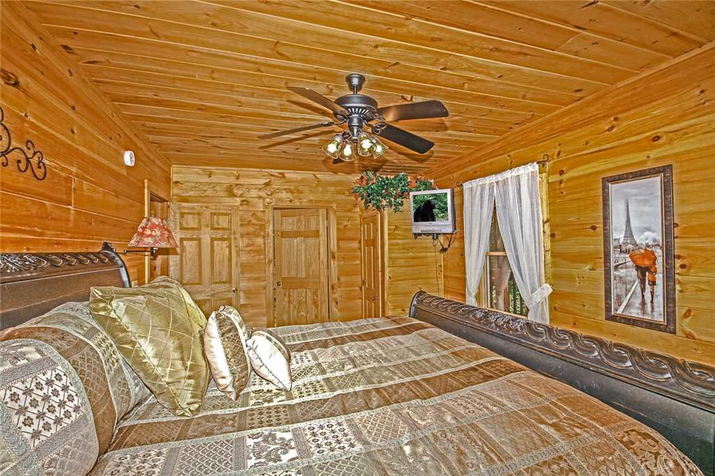 Photo of a Pigeon Forge Cabin named Harrison's Hideout - This is the fourteenth photo in the set.