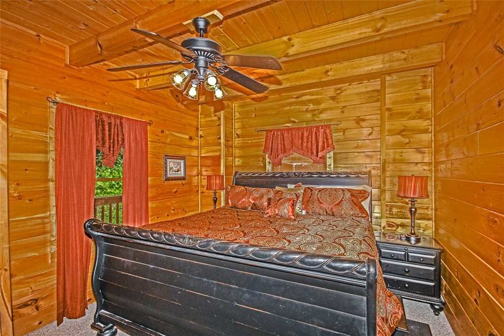 Photo of a Pigeon Forge Cabin named Harrison's Hideout - This is the fifteenth photo in the set.