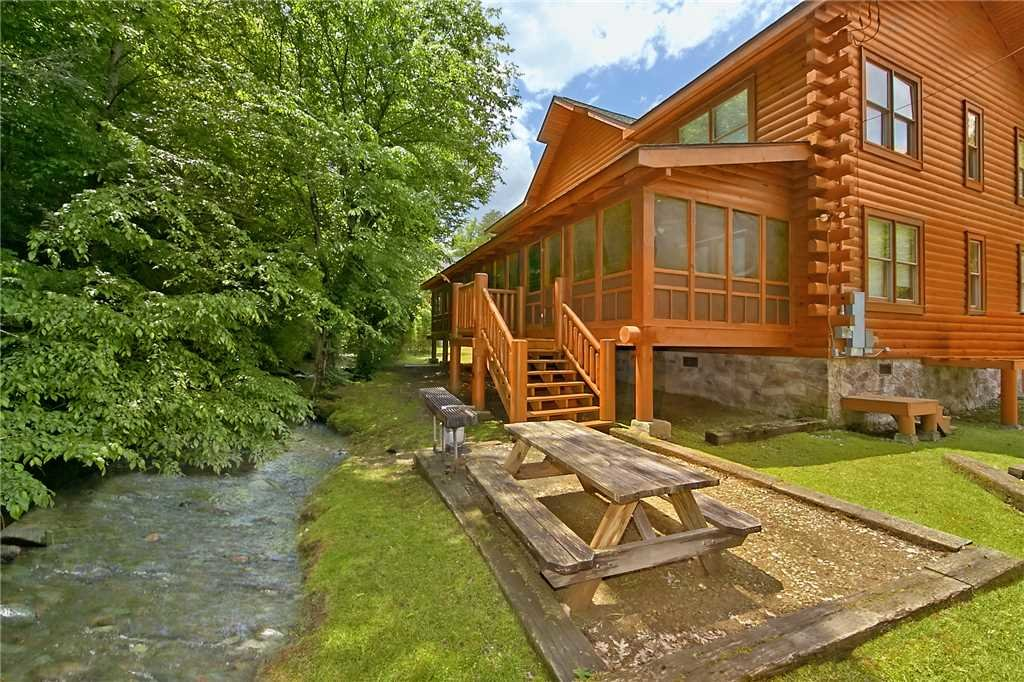 Photo of a Gatlinburg Cabin named Rushing Water Lodge - This is the twenty-third photo in the set.