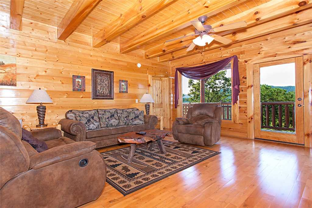 Photo of a Pigeon Forge Cabin named Cherokee Lodge - This is the fourth photo in the set.