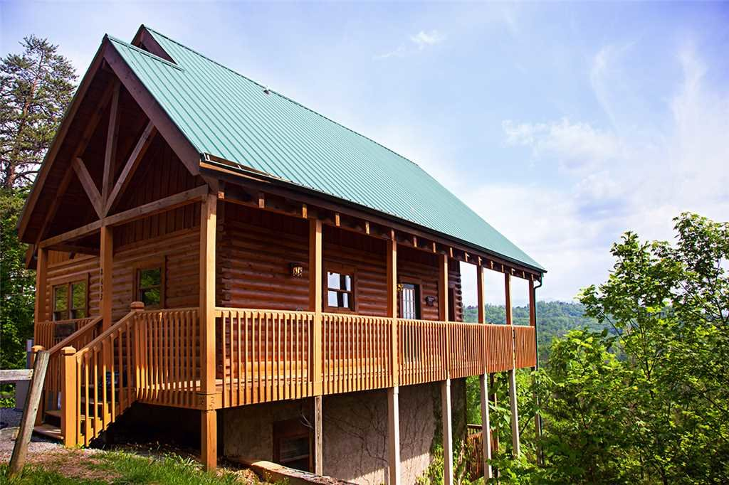 Photo of a Pigeon Forge Cabin named Layz Dayz Lodge - This is the second photo in the set.