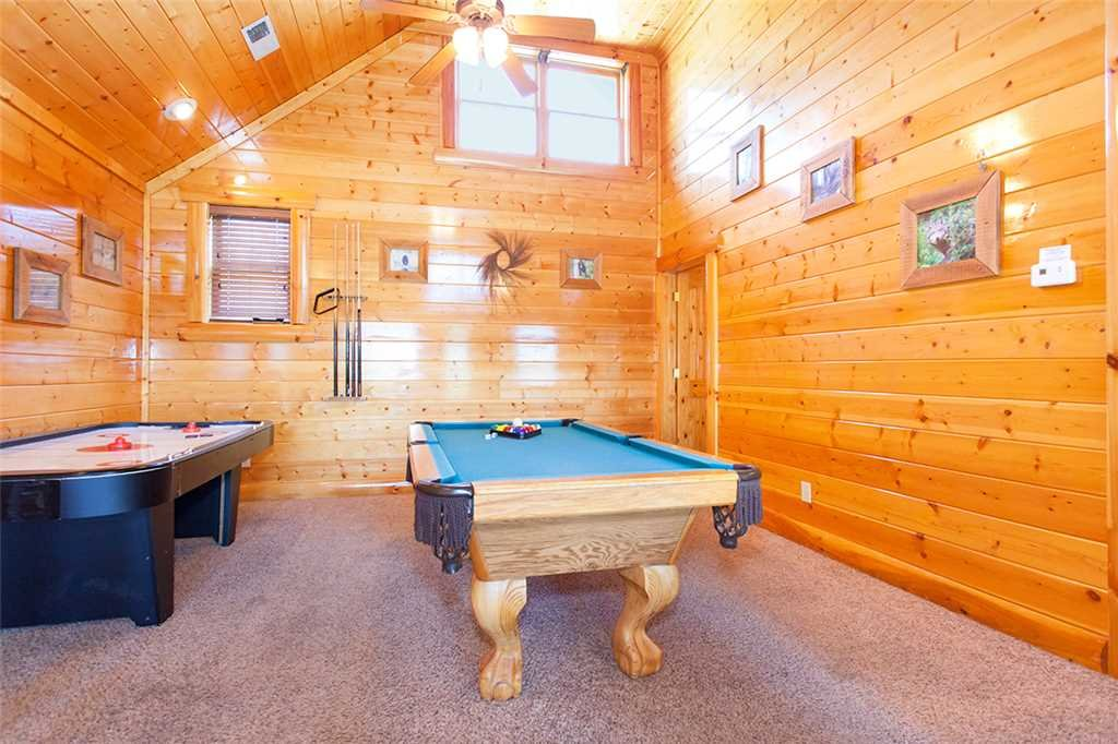 Photo of a Pigeon Forge Cabin named Cherokee Lodge - This is the twenty-first photo in the set.