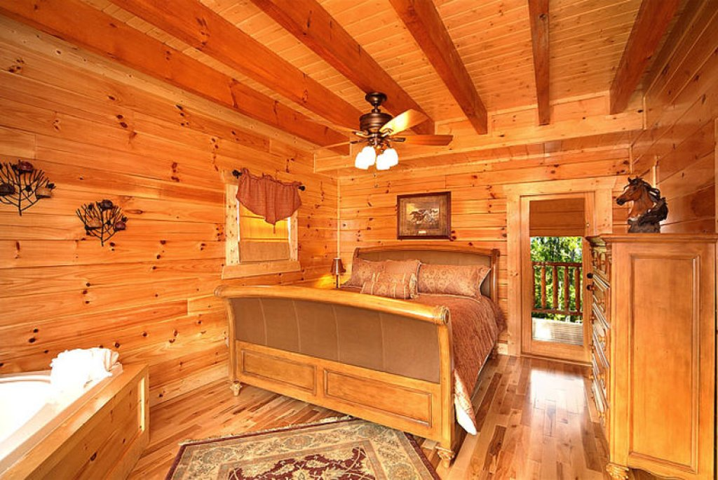 Photo of a Pigeon Forge Cabin named Splish Splash - This is the ninth photo in the set.