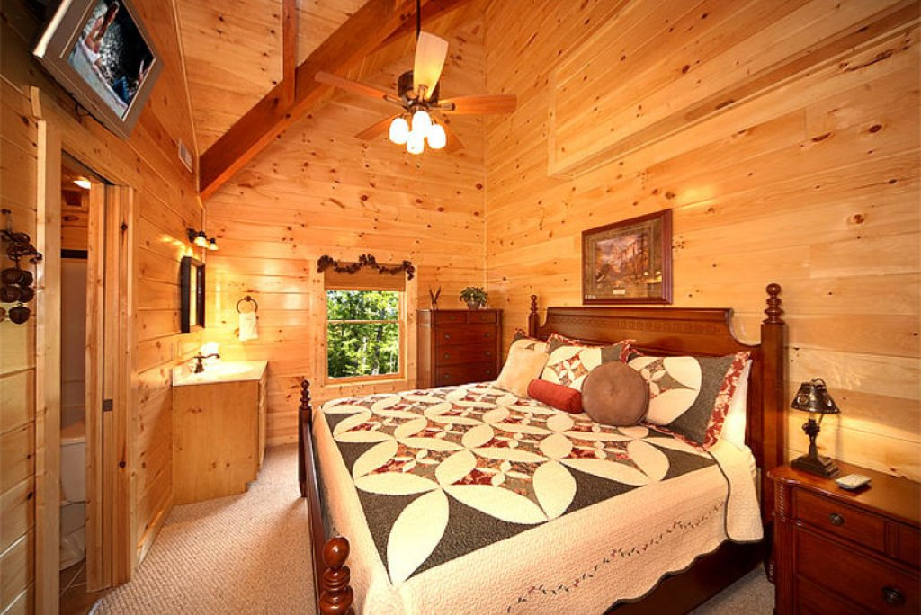 Photo of a Pigeon Forge Cabin named Splish Splash - This is the eighth photo in the set.