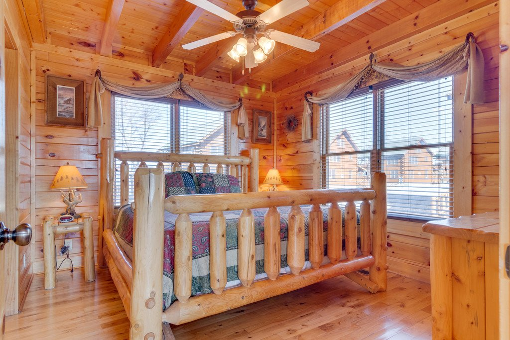 Photo of a Pigeon Forge Cabin named Appalachian Villas 2822 - This is the twenty-first photo in the set.