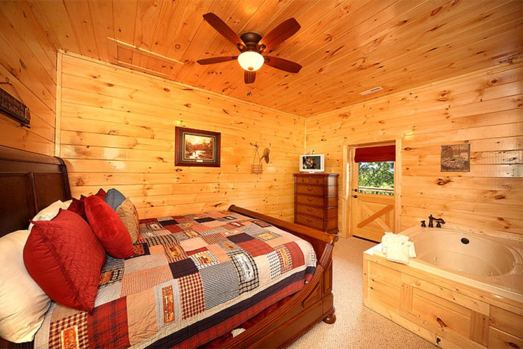 Photo of a Pigeon Forge Cabin named Splish Splash - This is the seventh photo in the set.