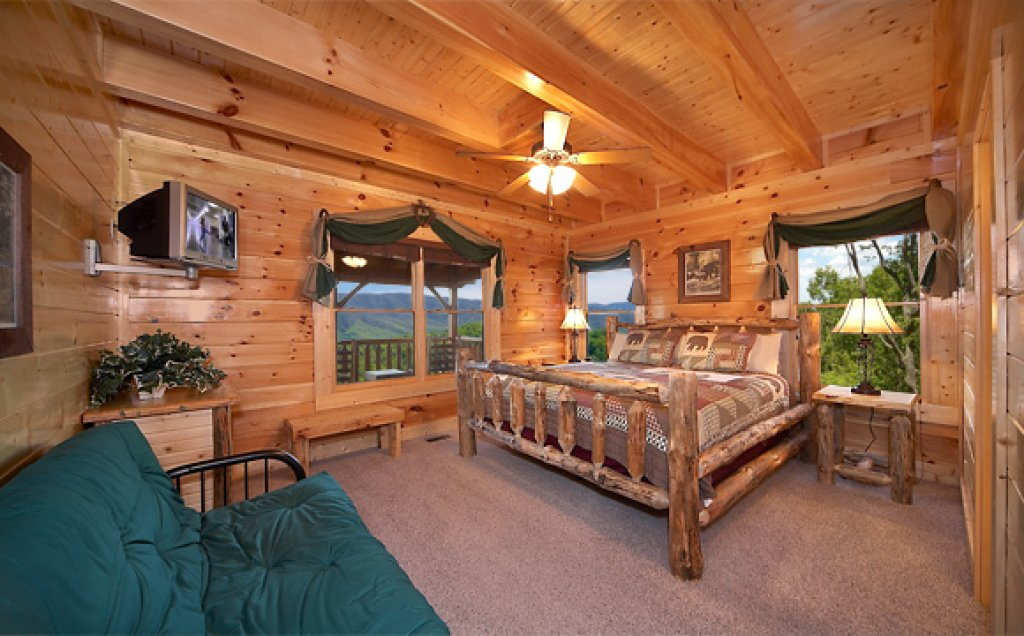 Photo of a Sevierville Cabin named Sequoyah Manor - This is the eighth photo in the set.