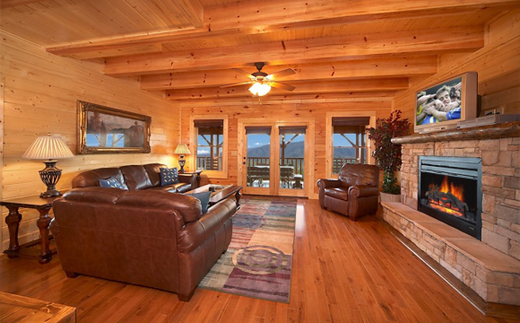 Photo of a Pigeon Forge Cabin named Sequoyah Manor - This is the third photo in the set.