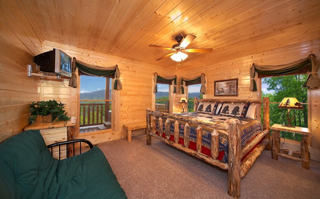 Photo of a Pigeon Forge Cabin named Sequoyah Manor - This is the tenth photo in the set.