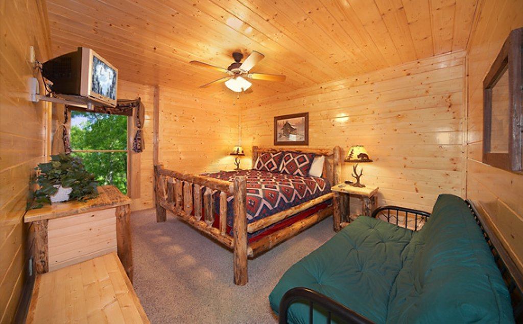Photo of a Pigeon Forge Cabin named Sequoyah Manor - This is the eleventh photo in the set.
