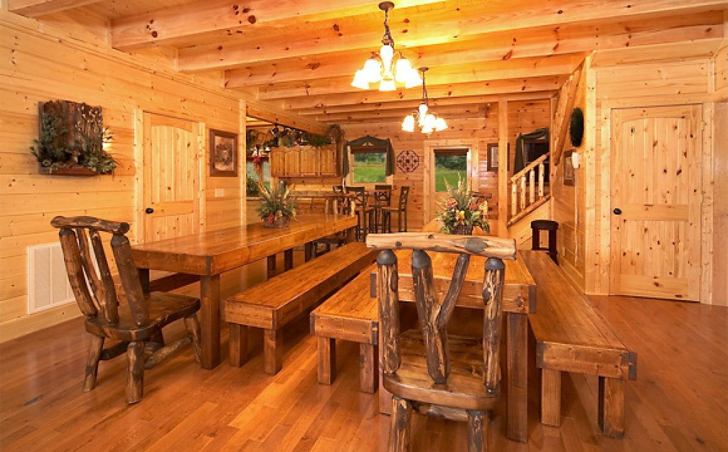 Photo of a Pigeon Forge Cabin named Sequoyah Manor - This is the fifth photo in the set.