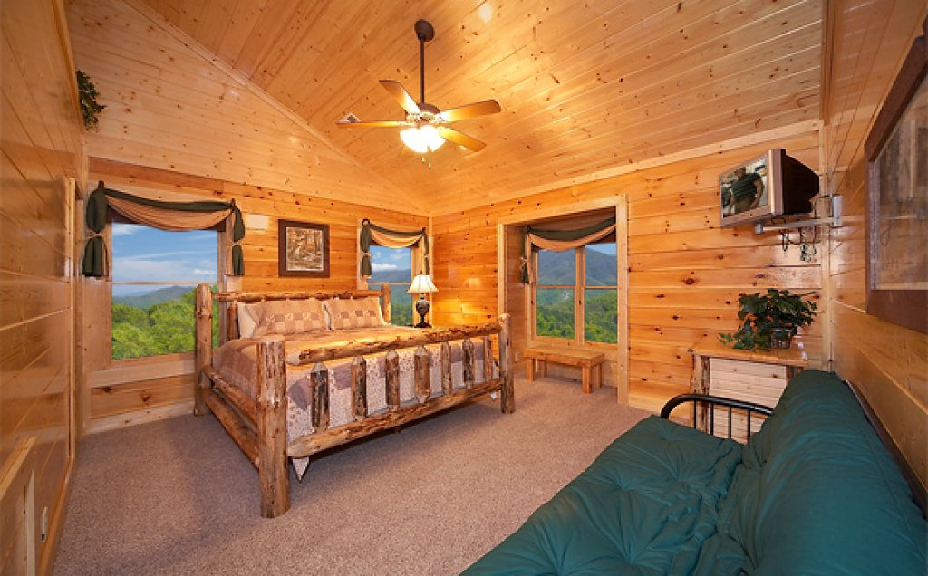 Photo of a Sevierville Cabin named Sequoyah Manor - This is the thirteenth photo in the set.